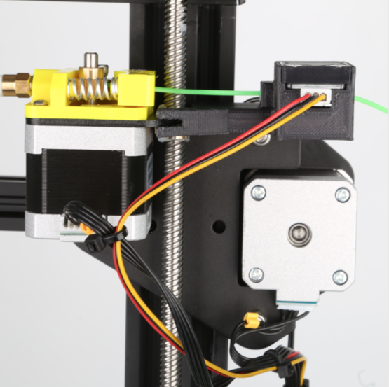 cr10s filament extruder and monitor close up